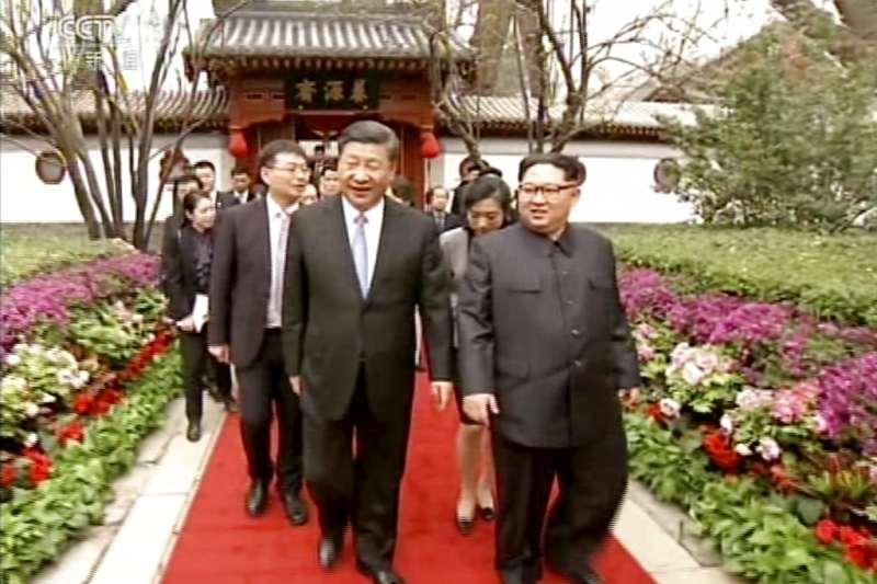 中美競逐霸權,台灣很難置身其外,圖為北韓領導人金正恩與中國國家主席習近平。(美聯社)
