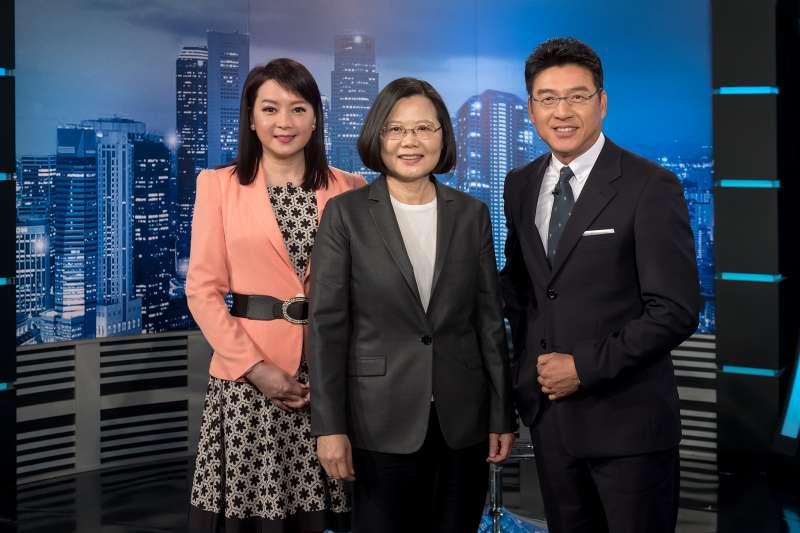 總統蔡英文接受電視台政論節目專訪。(年代提供)
