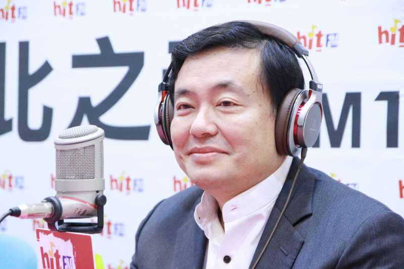 民進黨秘書長洪耀福今(10)接受《蔻蔻早餐》廣播專訪。(Hit Fm《蔻蔻早餐》製作單位提供)