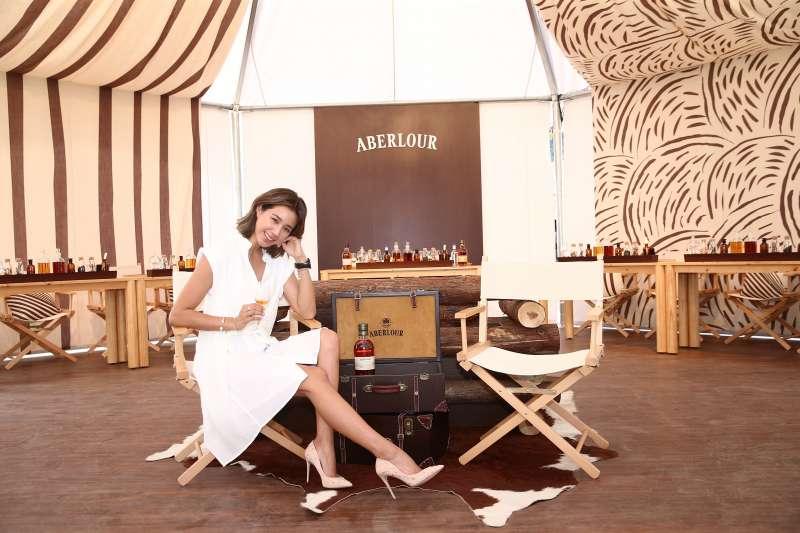 名模 Angelina受邀體驗亞伯樂「探索雙桶 勾兌絕韻」單一麥芽威士忌品酩活動。