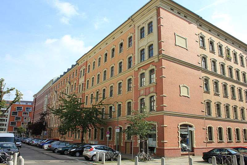 柏林普倫茨勞貝格區的Bremer Höhe 住宅合作社 (維基百科)
