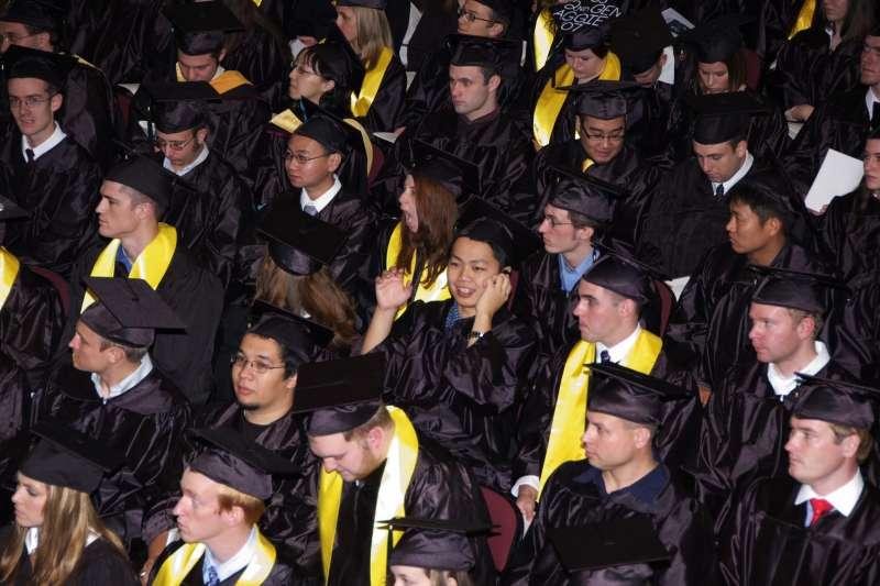 近來大學生休學人數年年攀高,有人找到自己人生方向,有人則變為啃老族。(資料照,取自flickr)