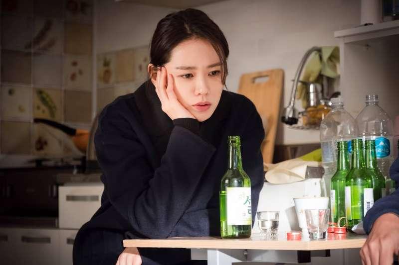 喝酒不只對肝有壞影響,口腔也要注意。(圖/JTBC Drama@facebook)