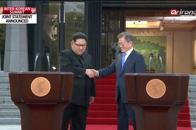 金正恩與文在寅在板門店峰會後發表聯合宣言。