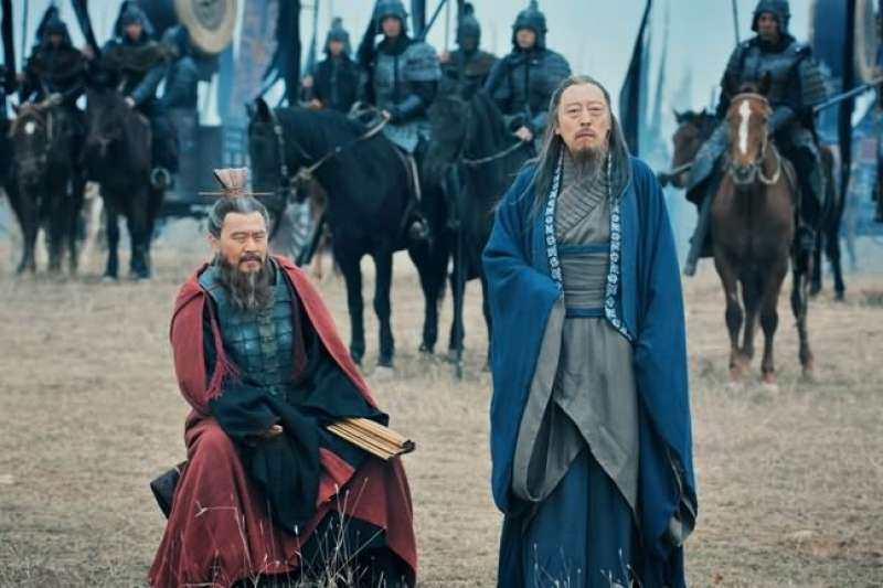 曹操因為徵兵事件抵抗中央朝廷,贏得民心。(劇照)