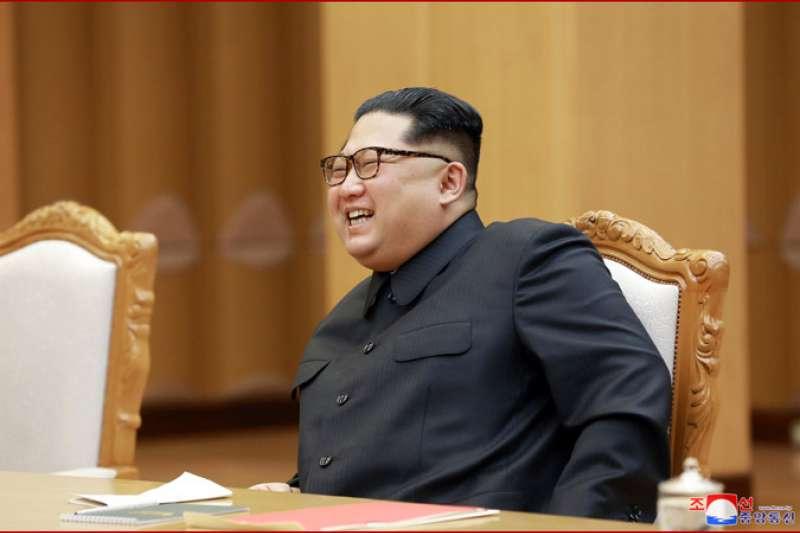 金正恩在平壤接見中國外交部長王毅。(朝中社)