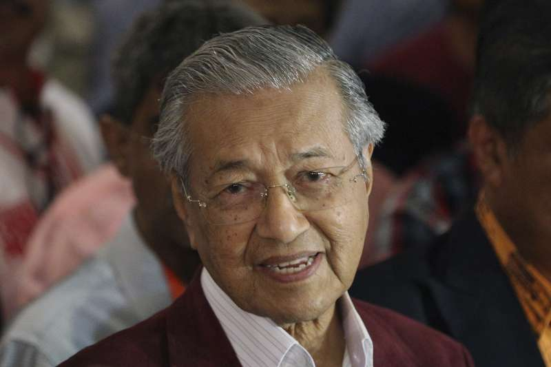2018年5月9日馬來西亞行國會選舉,92歲前總理馬哈地領導的反對黨陣營「希望聯盟」(希盟)贏得下議院過半數席位,拿下執政權(AP)