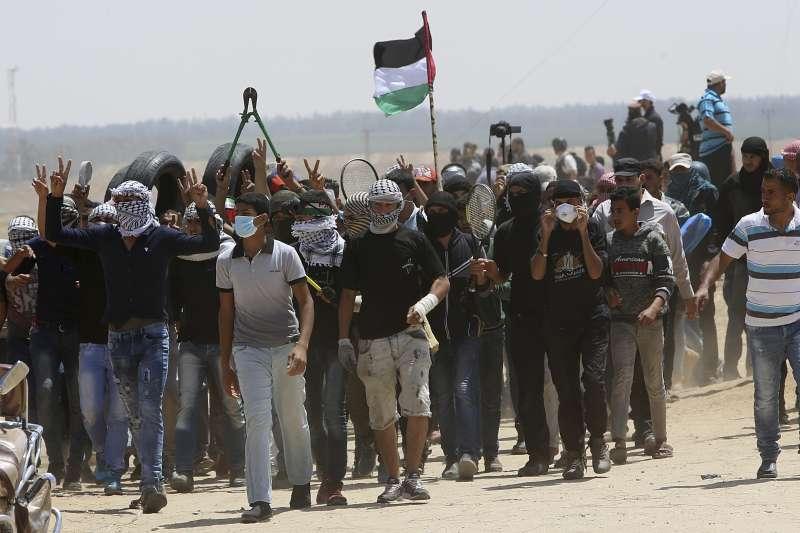 加薩走廊的巴勒斯坦人持續進行返鄉大遊行(AP)