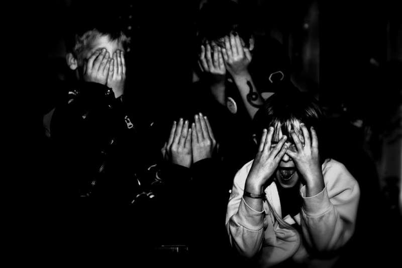 很多人都會忍不住想一窺恐怖、驚悚,甚至是極致殘暴血腥、令人噁心的「另類」電影,都還是有它的市場。(圖/wolfgangfoto @ flickr)