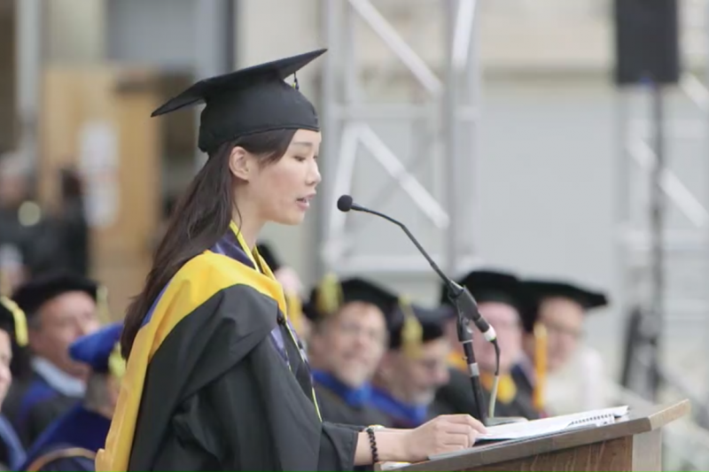陽明大學校友葉采衢17日代表美國加州大學柏克萊分校工程學院全體碩士畢業生致詞,是該校工程學院創院150年以來首位台生畢業致詞代表。(取自「國立陽明大學 National Yang-Ming University」臉書)