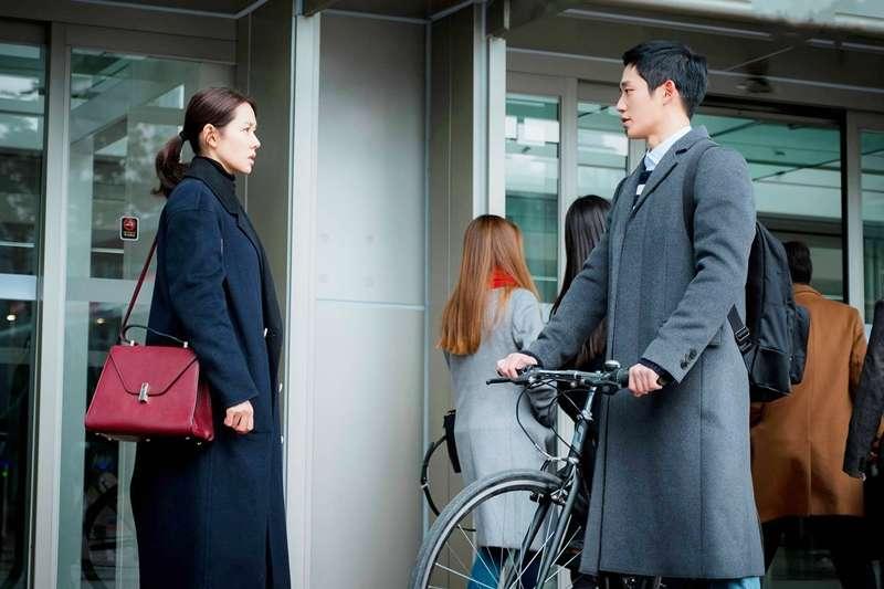 算了吧,年輕人。她要的感情,你給不起。(示意圖非本人/JTBC Drama)
