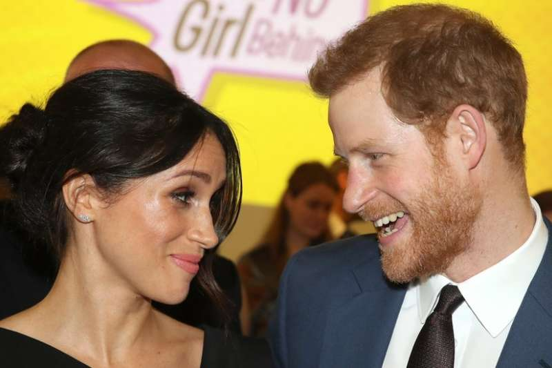 英國凖王妃梅根17日宣布父親不會出席婚禮,外界好奇將由誰帶著她走紅毯。(BBC中文網)