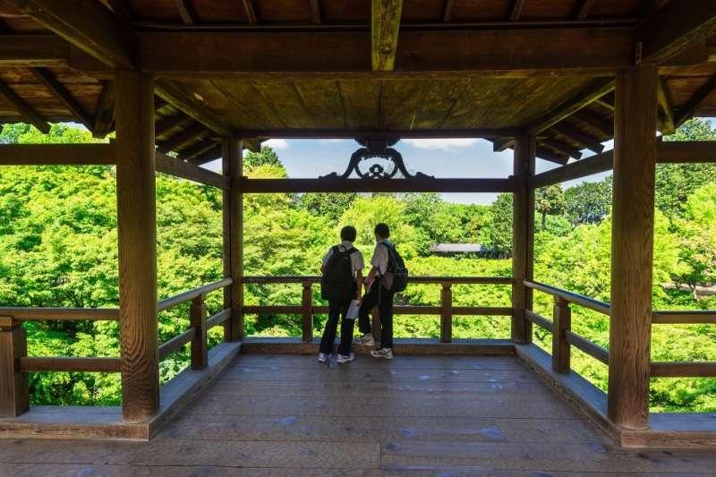 在東福寺,秋季還能欣賞到艷紅如火的紅葉。(圖/ZEKKEI Japan)