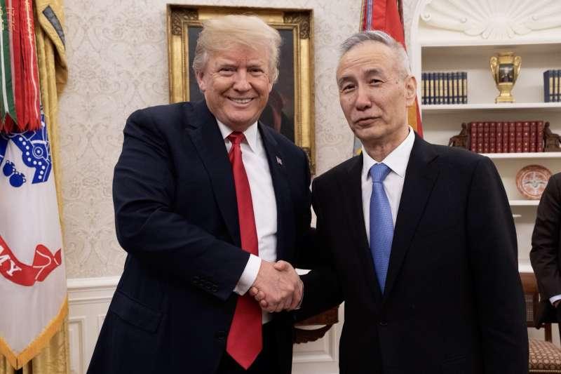 川普與赴美談判中國副總理劉鶴。(川普推特)