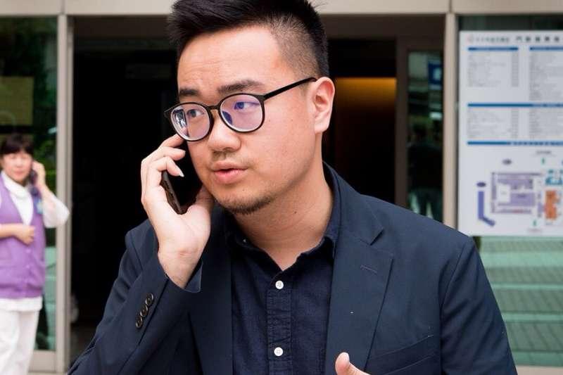 前行政院長蘇貞昌大量任用年輕世代,其競總發言人黃韋鈞,曾為民團「島國前進」成員。(資料照,蘇貞昌辦公室提供)