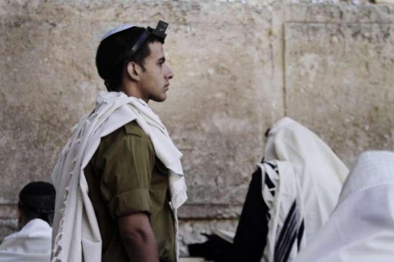 1973年,埃及與敘利亞為了奪回被以色列攻占的領土,選在猶太人最神聖的日子贖罪日發動戰爭(AP)
