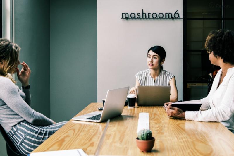 日本企業為解決新鮮人出走的頭痛問題,靠 AI 在員工填的表裡找蛛絲馬跡,揪出想離職的人,及早發現及早治療留住人才。(圖/取自pxhere)
