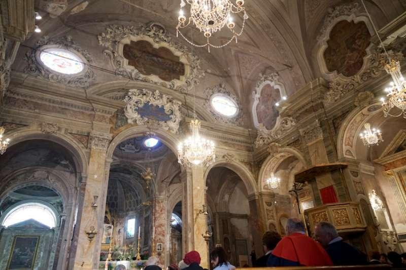 帕尼卡雷小鎮一 教堂內景。(曾廣儀攝)