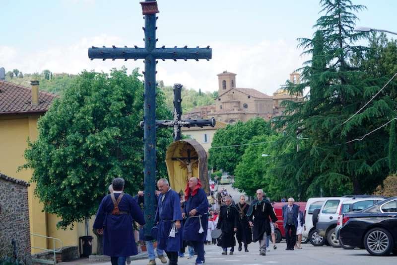 帕尼卡雷小鎮宗教街頭遊行。(曾廣儀攝)