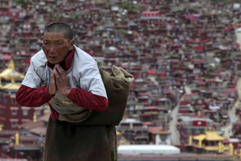 四川甘孜地區的一名藏族僧侶。(美國之音)