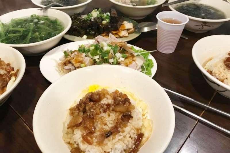公館商圈的阿英台灣料理最招牌的菜色,就是經典的台灣味-滷肉飯!(圖/西班牙蛋塔的玩.味人生。@facebook)