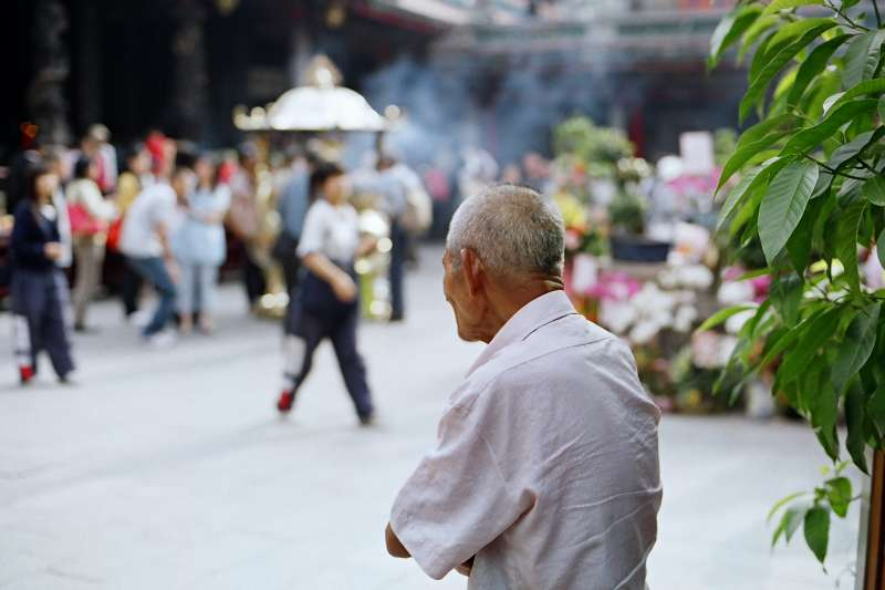 日本近年來「孤獨死」愈來愈多,每年125萬位死中者,有3萬人是在孤獨死的狀態被發現,台灣往後十年、二十年,可能步上後塵?(示意圖非本人/SungHsuan Wang@flickr)