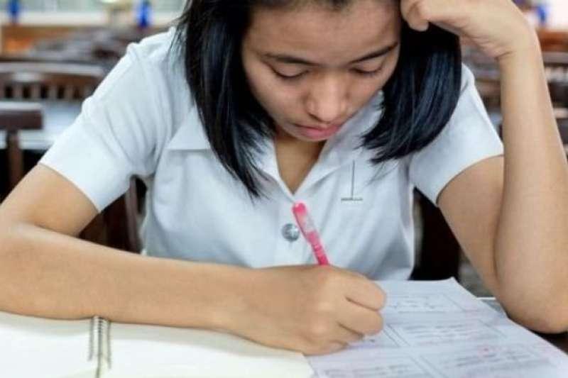 美國研究人員研究了高溫與考試成績之間的關係。(BBC中文網)