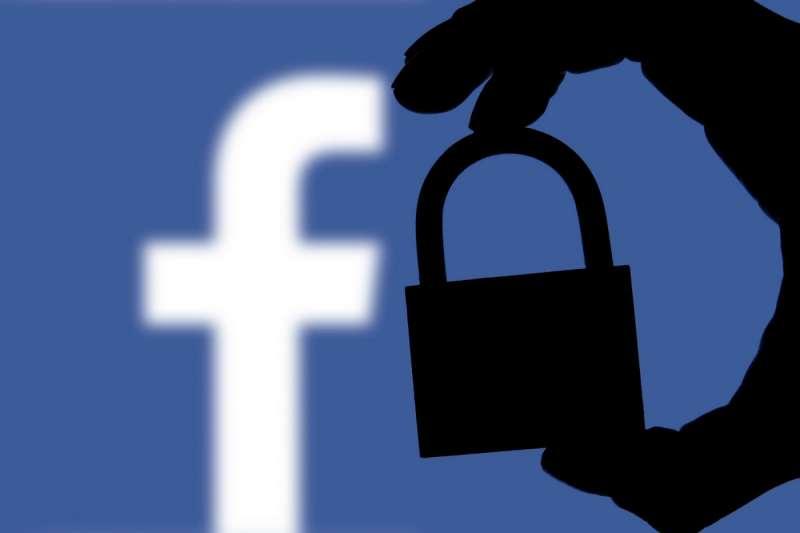 最近Facebook傳出至少與四家中國科技公司,簽有數據共享協議,其中還包括華為這類與中國當局關係緊密的企業,一連串的負面消息,再三打擊大眾對於社群巨頭的信任。(圖/取自shutterstock,數位時代提供)