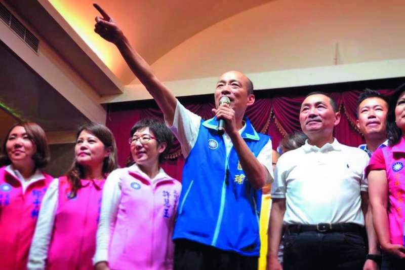 韓國瑜(前排右二)與侯友宜(前排右一)聯合造勢,對藍營士氣助益頗大。(翻攝自韓國瑜臉書)