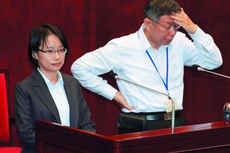 柯文哲(右)認為吳音寧(左)是進入台北政壇的小白兔。(郭晉瑋攝)