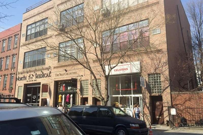 在紐約熱鬧的布魯克林街區,有一家小店正用最酷炫的方式,訴說著年輕世代平凡卻無價的故事...(圖/取自 王文華臉書)