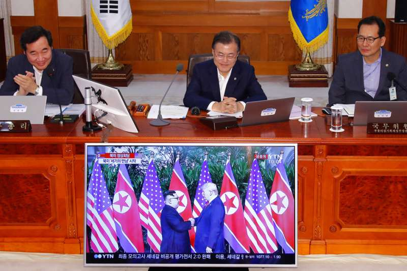 南韓總統文在寅關注川金會實況。(AP)