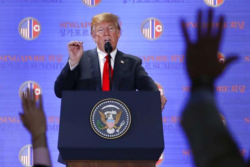 2018年6月12日,美國總統川普舉行「川金會」後記者會。(AP)