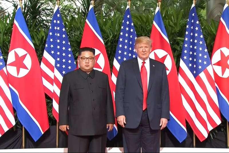2018年6月12日,美國總統川普與北韓最高領導人金正恩正式碰面,展開世紀「川金會」。(AP)
