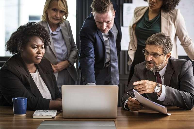 企業及商業模式推陳出新,上班族越來越多元的個人價值,也讓離職潮成為一種趨勢,企業主管該怎麼做才能留住人才?(圖/rawpixel@pixabay)