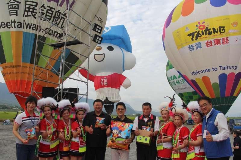 為了推廣臺東紅藜,在2018臺灣國際熱氣球嘉年華活動前三天(6/30-7/2),每天活動前100名乘坐的旅客,可免費享用紅藜米乖乖。(圖/台東縣政府提供)