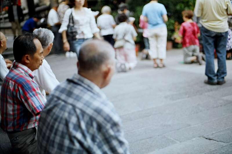 依照台灣失智症盛行率及趨勢來推估,45年後,台灣失智人口將達80萬,平均每天增加35人,每40分鐘就有1人確診失智。(示意圖/SungHsuan Wang@flickr)