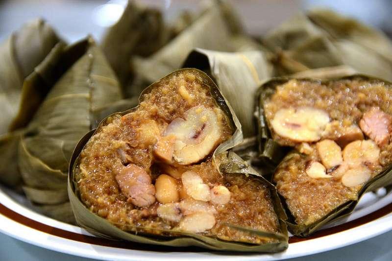青菜蘿蔔各有所好,北部粽「熟飯蒸煮」,南部粽「生米水煮」。(圖/台灣旅行趣提供)