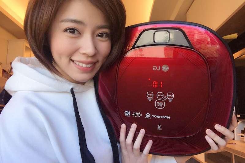 藝人王瞳是團購超級用戶,家裡從洗衣機到掃地機,都選用團購商品。(圖/486團購提供)