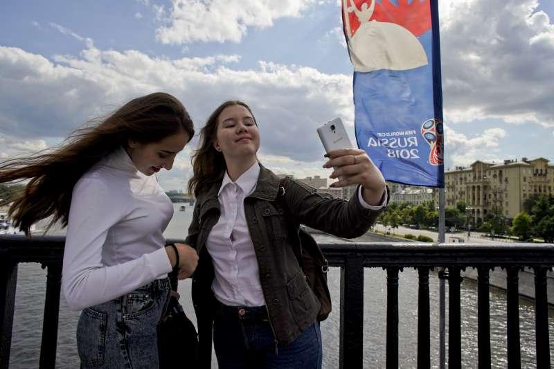 非當事人。2018年世足賽在俄羅斯舉行,俄國一位資深議員呼籲俄國女性不要跟「非白種男性」發生性關係(美聯社)
