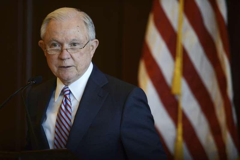 美國司法部長賽辛斯引用聖經,為拆散非法移民家庭的政策辯護(AP)