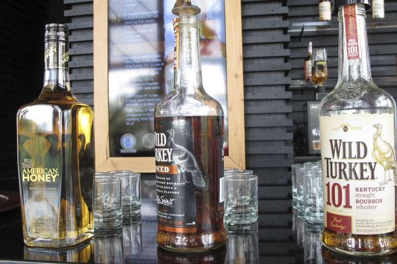歐美貿易戰,川普貿易戰,波本威士忌,飲酒有害健康(AP)