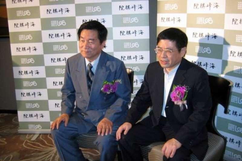 林海峰國手(左)、林文伯董事長(右)。(海峰棋院)