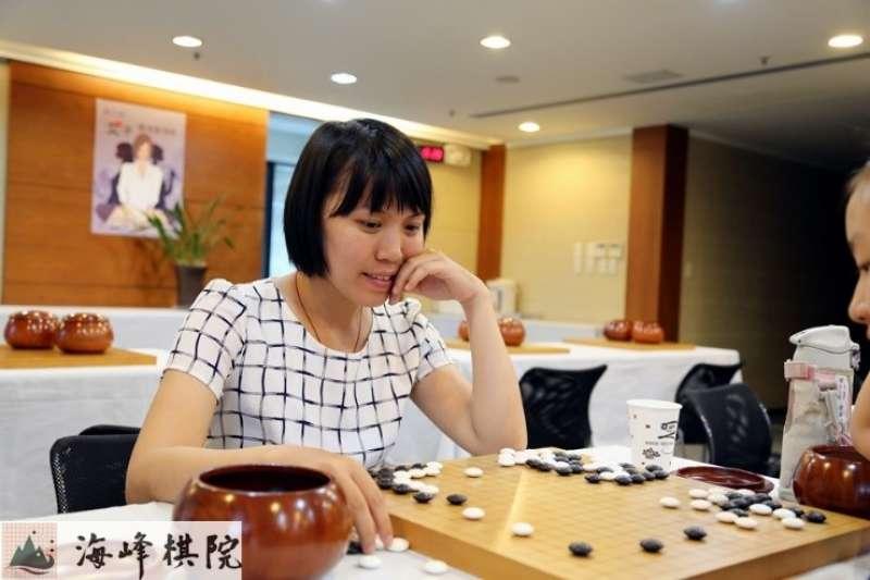 女子賽四屆冠軍 (林虹冰業餘7段)。(海峰棋院)