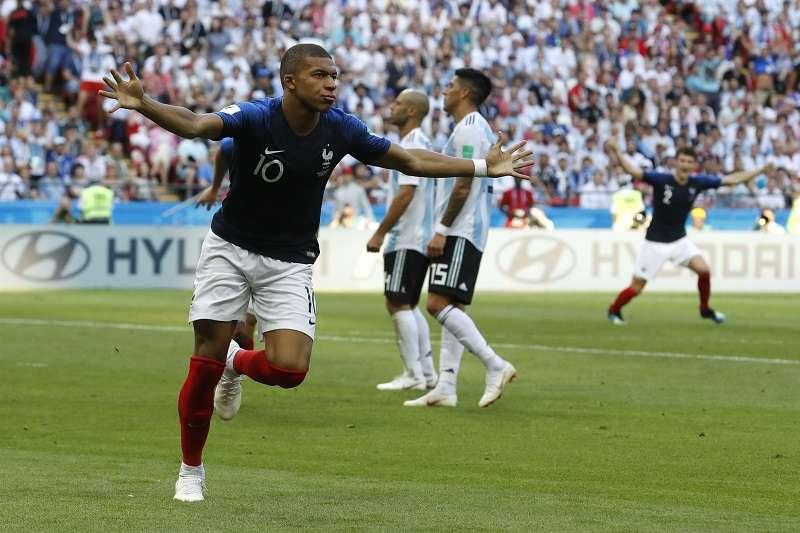 姆巴佩單場貢獻2球,幫助法國以4比3淘汰阿根廷。 (美聯社)