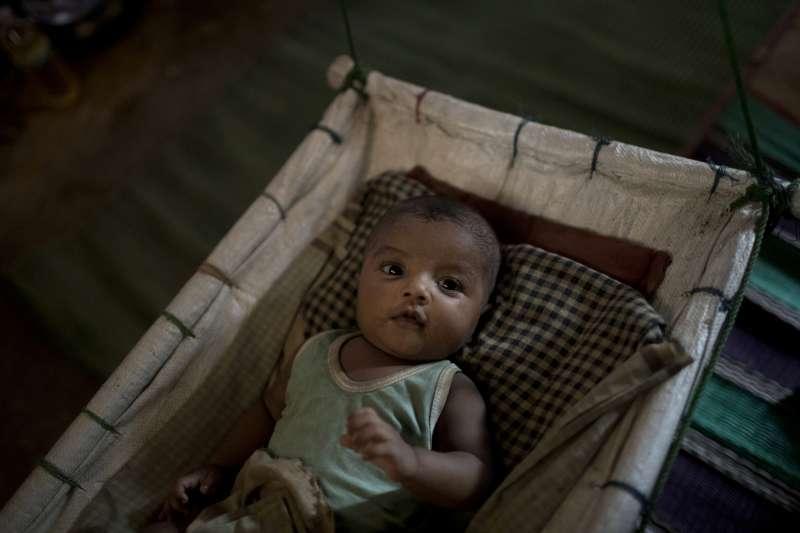 遭到緬甸軍人強暴的M生下了她不愛的兒子。(美聯社)