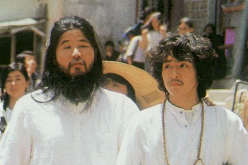 日本邪教「奧姆真理教」教主麻原彰晃(左)與教徒新實智光,兩人都在2018年7月6日遭到處決(AP)