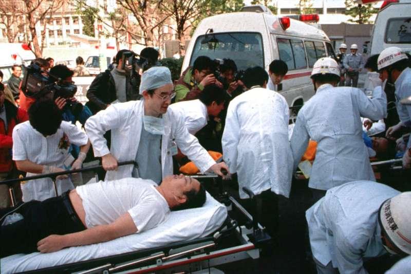 麻原彰晃6日傳出已遭執行死刑完畢,他創立的奧姆真理教23年前在東京地鐵發動沙林毒氣事件,造成嚴重死傷。(美聯社)