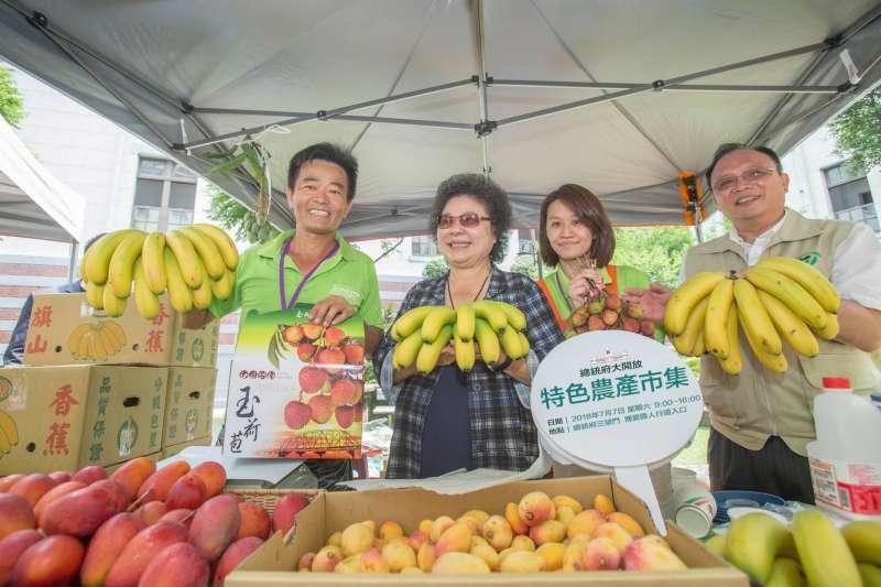 總統府秘書長陳菊出席總統府特色農產市集活動,對接連水果價格崩盤風波竟說,「不希望被故意操作。」(資料照,總統府)