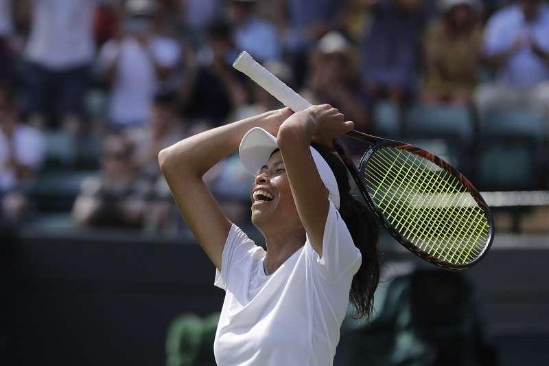 謝淑薇在溫布頓女單32強逆轉擊敗球后哈勒普,順利挺進16強。 (美聯社)